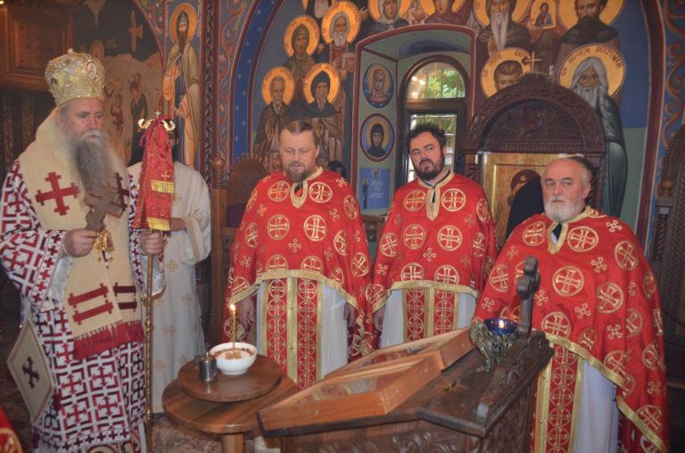 Владика Јоаникије богослужио у Острогу: Чврсто вјерујемо да ће Господ примити Митрополита Амфилохија у своје живоносно и вјечно наручје