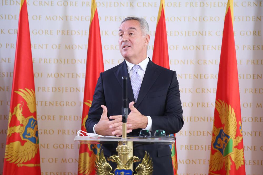 Ђукановић: Нећу потписати разрјешење Дакића и Пешића