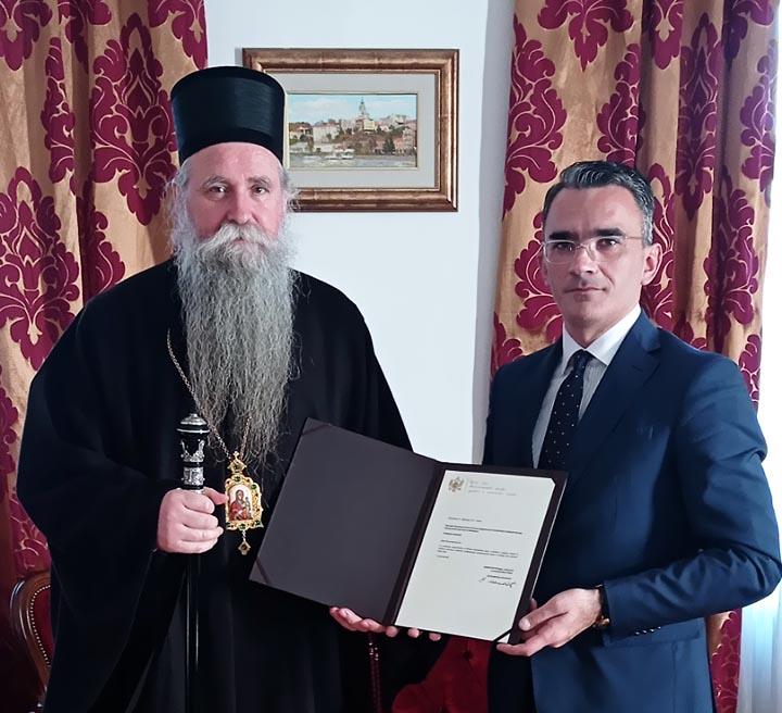 Епископу Јоаникију уручено признање за неуморни рад и храбру борбу за одбрану светиња
