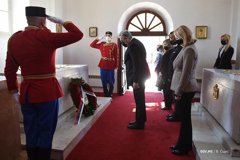 Кривокапић положио вијенац на гроб краља Николе поводом 100 година од његове смрти