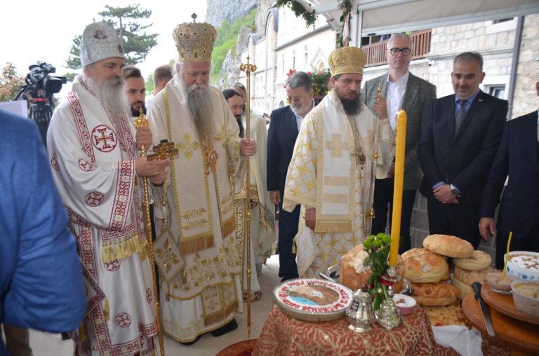 Proslava praznika Svetog Vasilija Ostroškog u ostroškoj svetinji