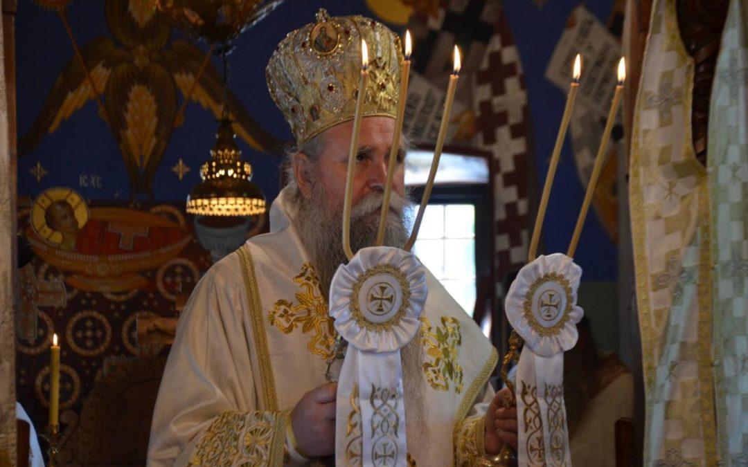 Митрополит Јоаникије: Отворите срца у цркви, а не мобилне телефоне