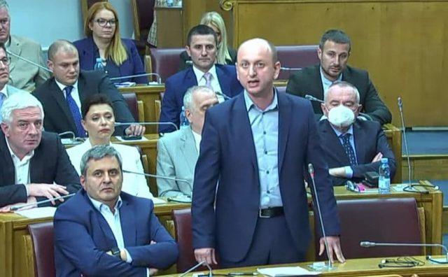 Кнежевић Кривокапићу: Ви више нисте премијер