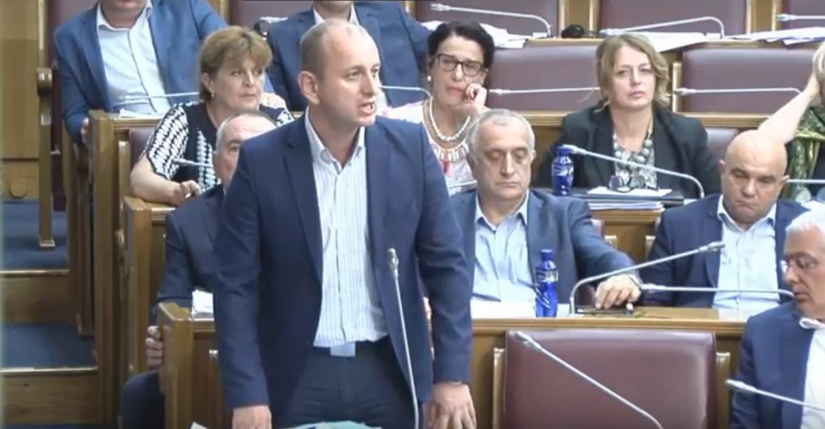 Кнежевић: Желим да се извиним целој Србији и србском народу због онога што се десило у парламенту јер то није већинска Црна Гора