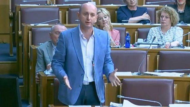 Кнежевић:  Резолуција о Сребреници још срамнија од признања Kосова 2008. године од стране власти Мила Ђукановића