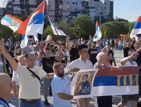 Грађани из свих крајева Црне Горе пристижу пред Храм Христовог васкрсења у Подгорици поводом дочека патријарха Порфирија