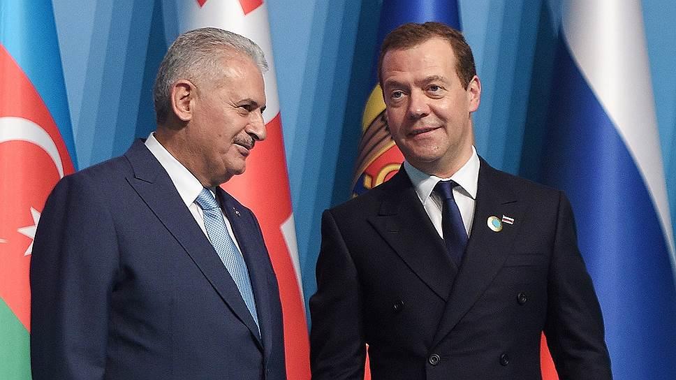 Медведев: Москва ће укинути трговинска ограничења тек након што то учини Анкара