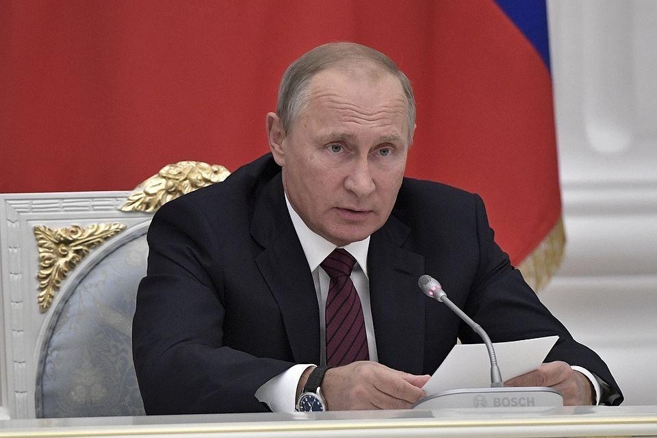Путин: Одбрамбена индустрија мора бити спремна да у случају потребе повећа обим производње