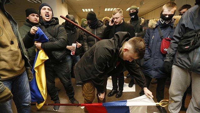 Moskva uputila protestnu notu Kijevu zbog upada ekstremista u zgradu Ruskog centra za nauku i kulturu