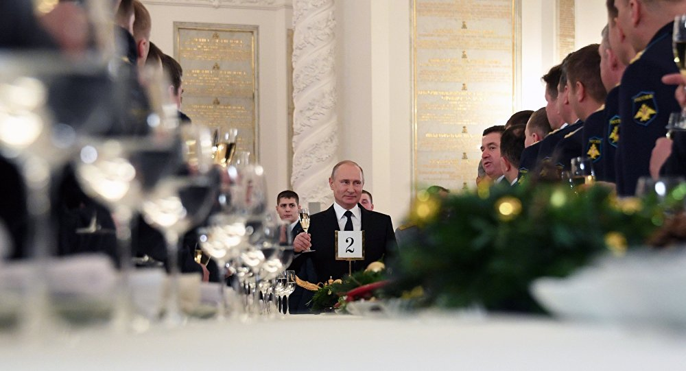 Путин: Руска војска у Сирији показала сјајну припрему, одлучност и неустрашивост