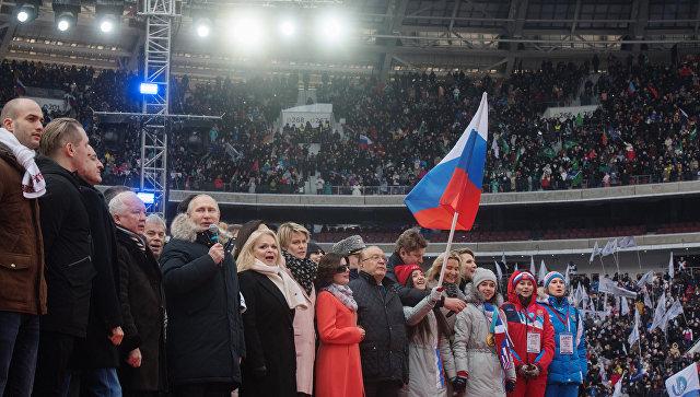 Путин отпевао химну са златним хокејашкима Русије