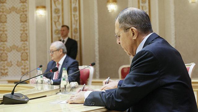Лавров: На Западу изумрли и последњи стручњаци за Русију