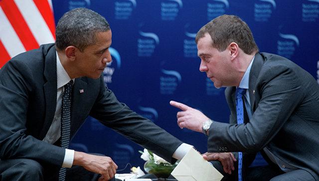 """Медведев позвао Обаму да погледа """"поцепану на комадиће"""" руску економију"""