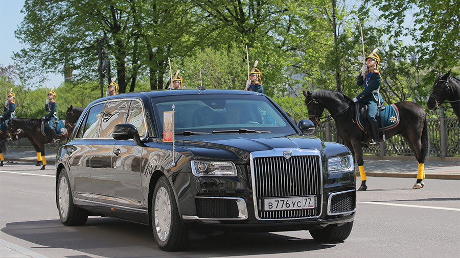 РТ: Путин у новом дугоочекиваном државном аутомобилу на церемонији инаугурације