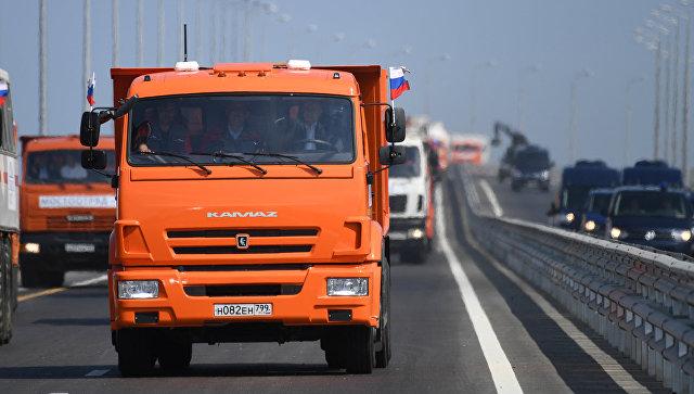 """Путин са """"Камазом"""" свечано отворио Кримски мост"""