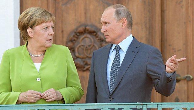 Путин и Меркелова разговарали о билатерланим односима и међународним питањима