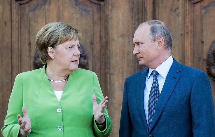 """Putin i Merkelova saglasni da je politizacija """"Severnog toka 2"""" pogrešna"""