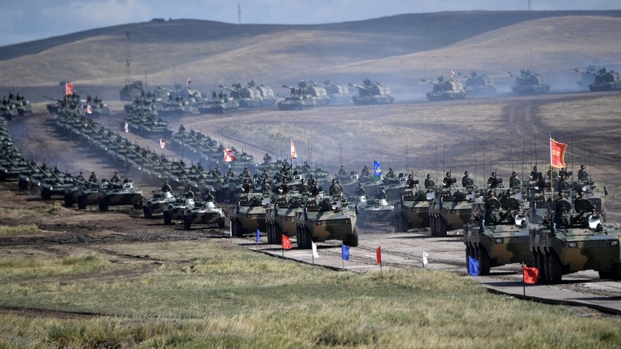 РТ: Гвоздени марш - Путин извшрио смотру на паради током највећих војних маневара