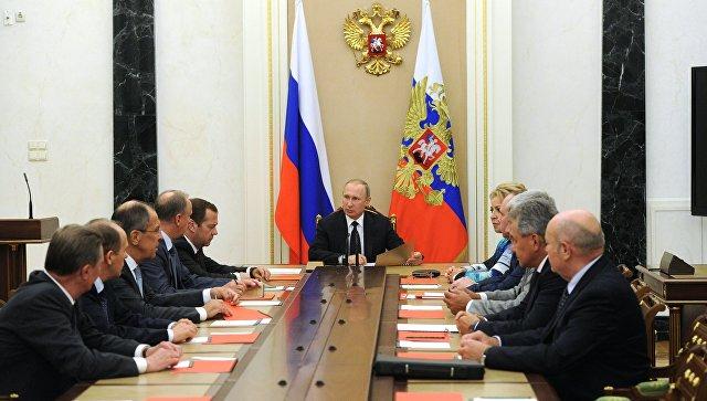 Путин са члановима Савета безбедности Русије разговарао о ситуацији у Идлибу