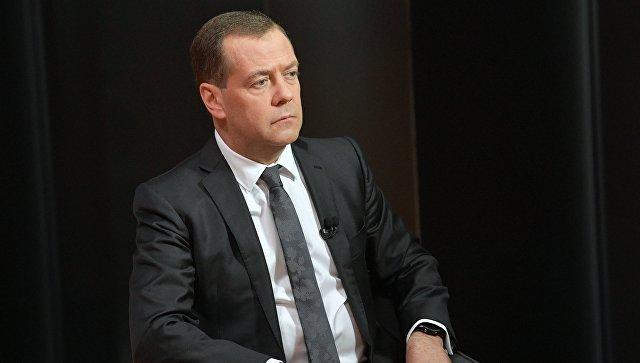 Медведев: ЕУ има озбиљне губитке од антируских санкција за разлику од САД