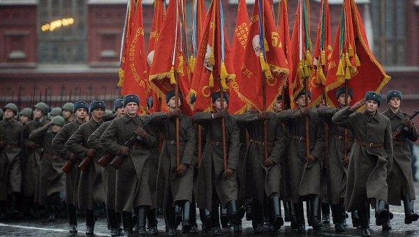 Војна парада на Црвеном тргу у част параде из 1941. године - уживо