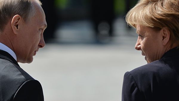 Путин и Меркелова разговарали о међусобним односима и међународним питањима
