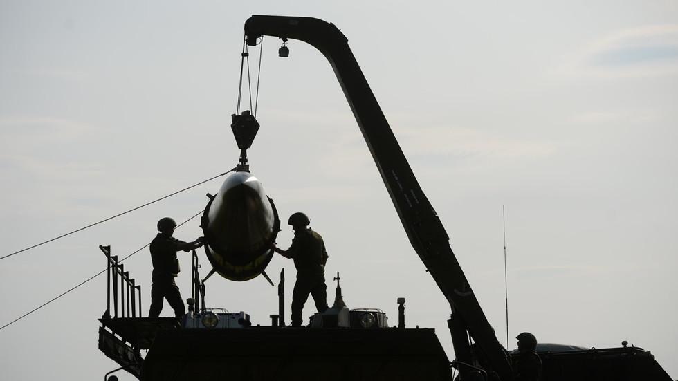 РТ: Русија ће с лакоћом направити нове ракете да би се бранила ако се САД повуку из Споразума - Путина