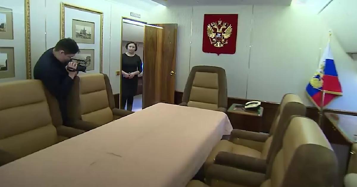 """Председник Путин испунио жељу тешко болесног дечака да сними видео о """"Авиону бр. 1"""""""