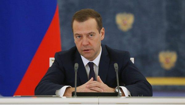 Медведев: Русија уводи забрану увоза одређеног броја украјинских производа