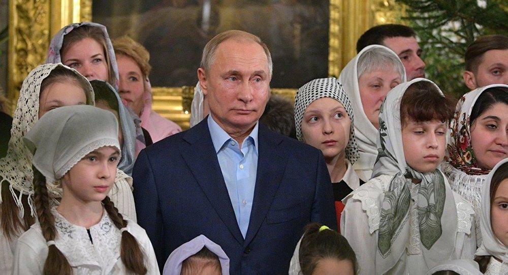Путин: Божић обједињује око непролазних духовних, моралних вредности,
