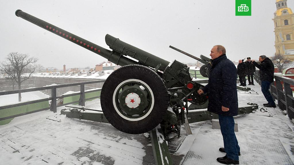 Путин пуцао из топа у Санкт Петербургу