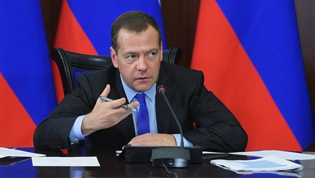 """Medvedev: Svedoci smo kako se na trgovima još jednom suprotno ustavu """"bira"""" novi šef države"""