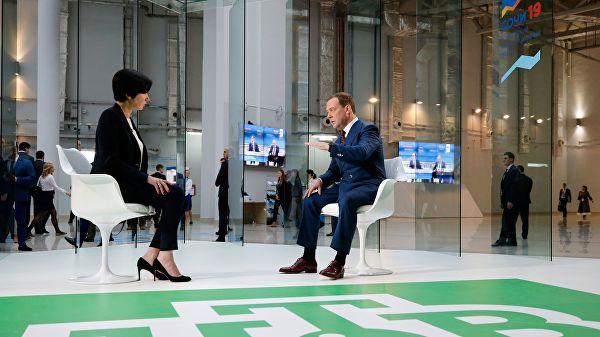 Медведев: Нови пакет санкција Русији шизоидна прича