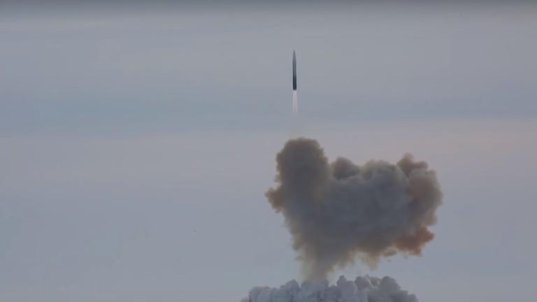 """РТ: Изградња хиперсоничног """"Авангарда"""" је попут лансирања првог вештачког сателита на свету - Путин"""