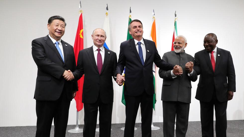 РТ: Морају се створити јасна правила за транснационалне корпорације - Путин са лидерима земаља БРИКС