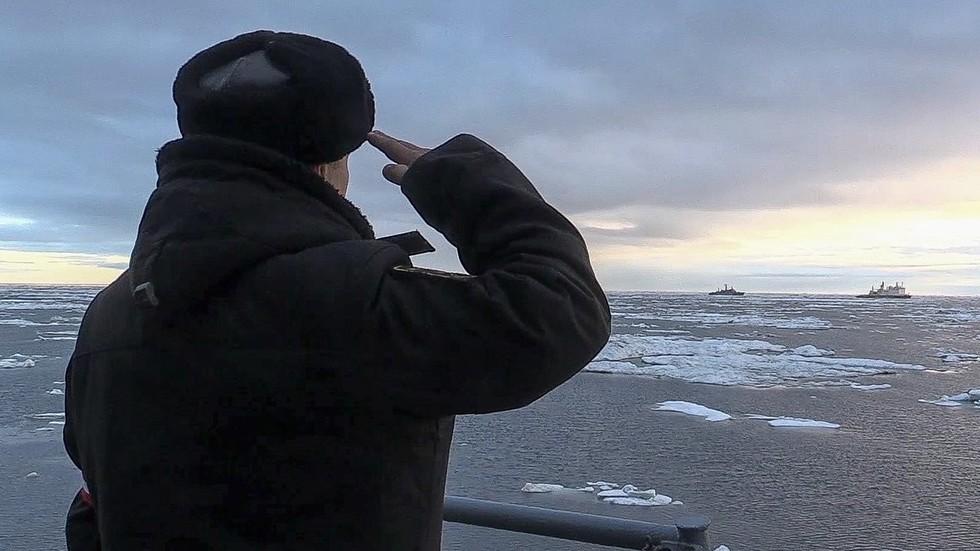 РТ: Два хероја Русије и седам капетана међу погинулима у руској истраживачкој подморници - Путин