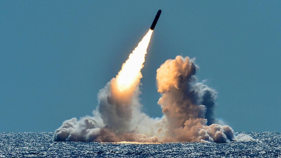 РТ: Путин потписао Закон о суспензуији Споразума о ликвидацији ракета са САД-ом