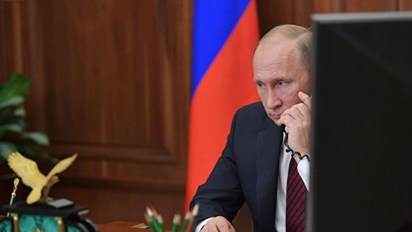 Путин указао Зеленском на неопходност обустављања гранатирања Донбаса