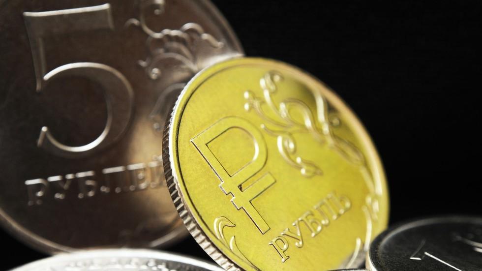 РТ: Поткопавање долара: Плаћања у националним валутама кључна за јачање трговине између Русије и Индије - Путин