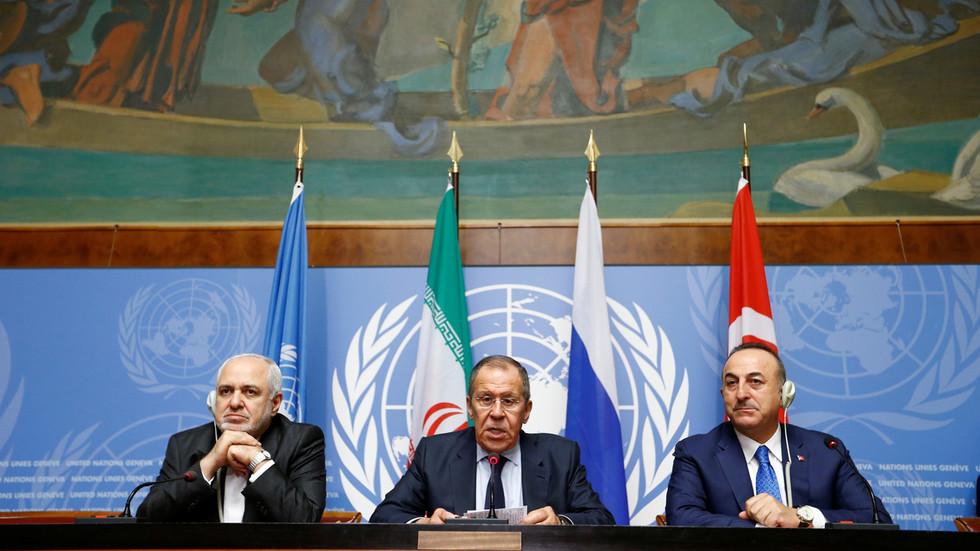 """РТ: """"Арогантно и илегално"""": Лавров осудио """"заштиту нафте"""" од стране САД у Сирији"""