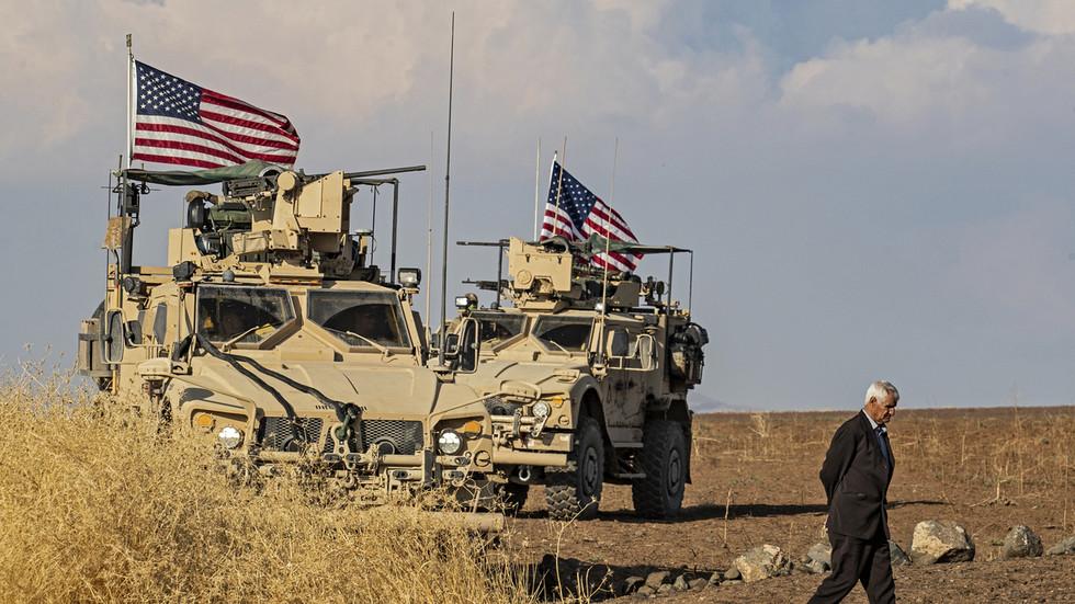 РТ: САД кријумчаре 30 милиона долара нафте месечно са окупираних сиријских нафтних поља кршећи сопствене санкције - Москва