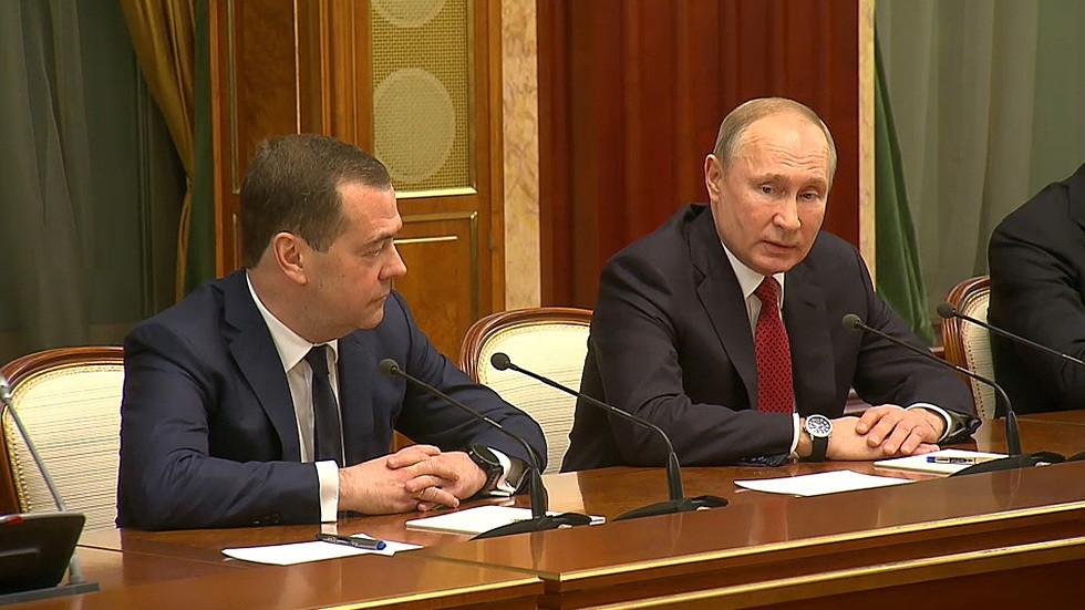 РТ: Медведев распушта Владу након обраћања председника Путина