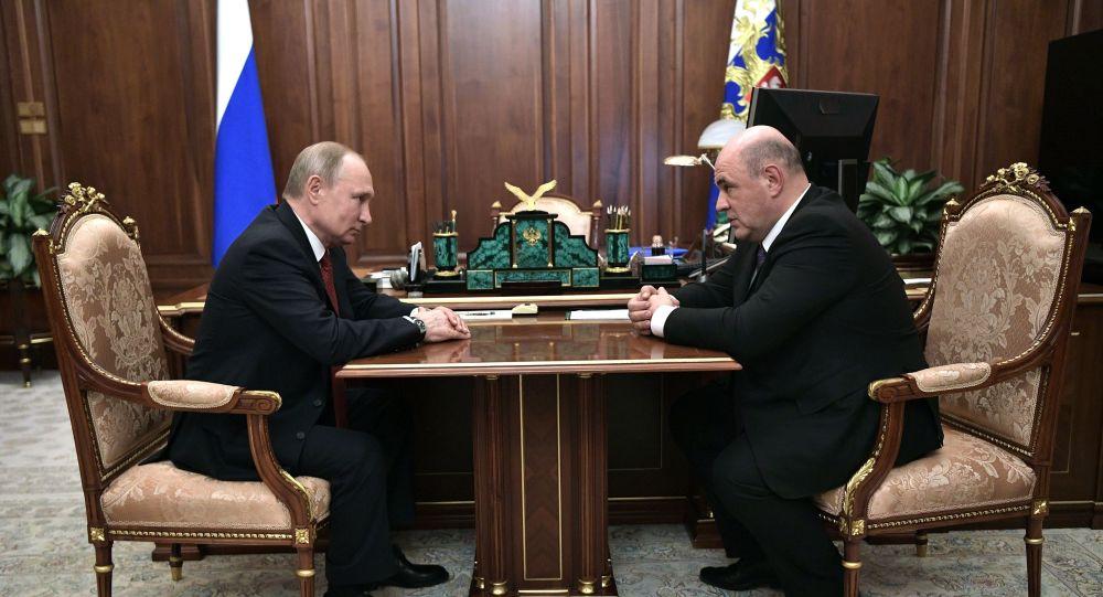 Путин за премијера предложио председника Федералне пореске службе