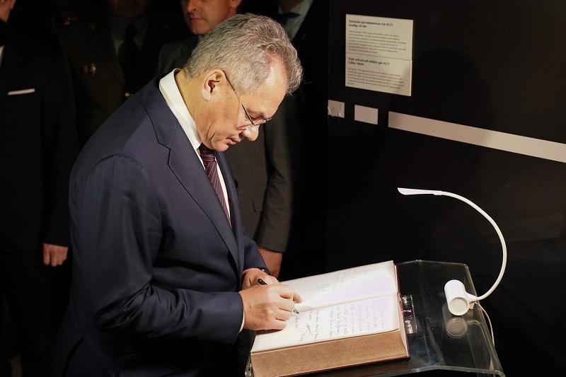 """Шојгу посетио изложбу """"Одбрана 78"""" посвећеној 20. годишњици НАТО агресије"""