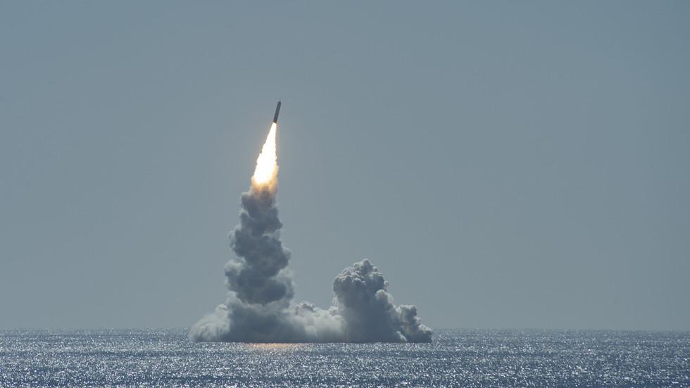 """РТ: """"Они желе да победе"""": Нуклеарна конфронтација постаје све сличнија трци за глобалну доминацију САД-а - Лавров"""
