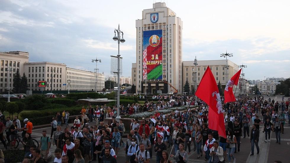 """РТ: """"Унутрашње питање"""": Русија показала много више уздржаности у одговору на догађаје у Белорусији него Европа и САД - Путин"""