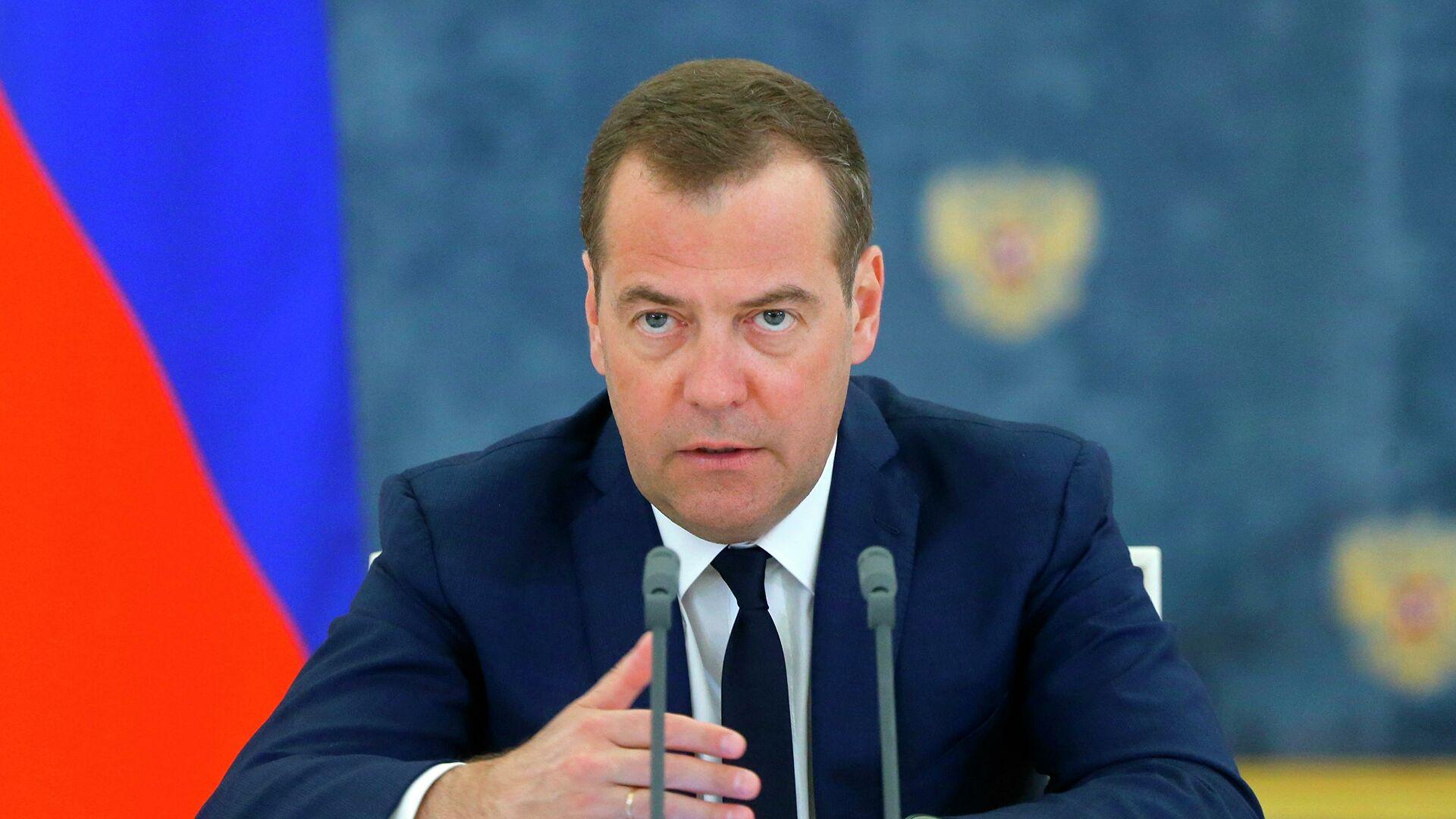 """""""Без обзира на сталне покушаје појединих земаља да дестабилизују ситуацију на Арктику, Русија ће бранити своје позиције"""""""