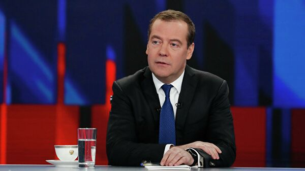 Медведев: САД и њихови савезници у НАТО-у настављају са грубим покушајима мешања у унутрашње ствари суверених држава