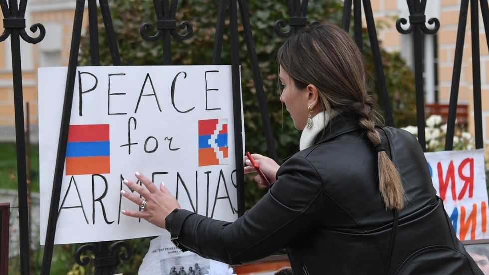 """РТ: Русија обећала """"неопходну"""" помоћ Јеревану ако се борбе у Нагорно-Карабаху прелију на тло Јерменије"""