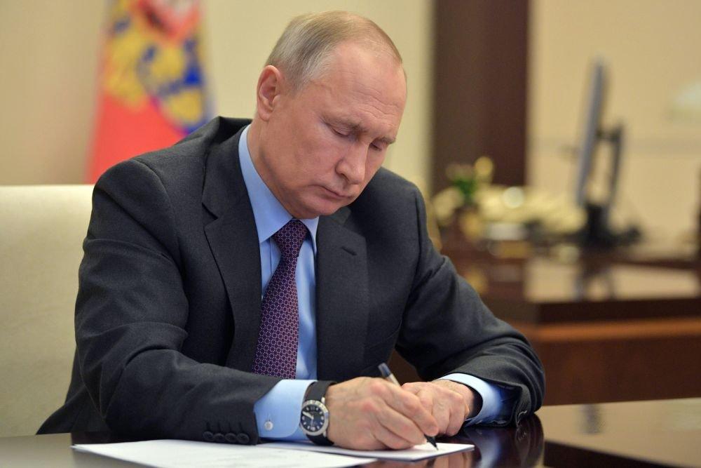 Путин продужио контрасанкције западним земљама до децембра 2021. године